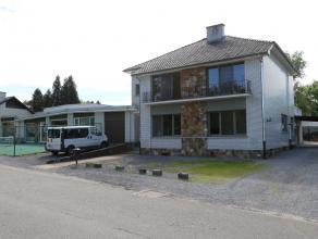 Grote woonst met 5 slaapkamers aan de stadsrand van Tongeren.<br /> <br /> Instapklaar met een bewoonbare oppervlakte van 190 m²<br /> Zeer ruime