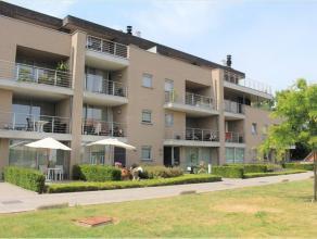 Dit modern appartement is gelegen op het gelijkvloers van een recent gebouw aan het einde van de Driekruisenstraat, met achterzijde aan de Bilzersteen
