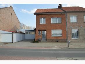 Te renoveren woning in halfopen bebouwing op perceel van 9a33ca, gelegen langs de Lindekapelstraat te Hoeselt. Deze woning met een bewoonbare oppervla
