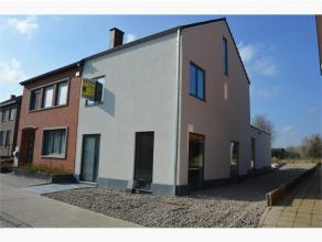 Halfopen nieuwbouwwoning gelegen langs de Nederstraat te Hoeselt, op een perceel van 5a 40ca. Deze lage energiewoning is opgetrokken in houtskeletbouw