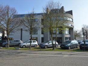 Dit appartementje is gelegen op de derde verdieping, in residentie 'Bureel 2000', langs de Gouverneur Roppesingel te Hasselt. Indeling: inkom met WC.
