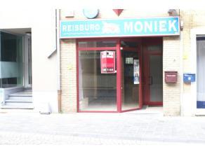 Handelsruimte gelegen in het centrum van Sint-Truiden, op wandelafstand van de Grote Markt en het station. Deze handelsruimte is voorzien van 3 versch