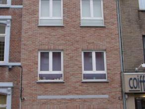 Mooi appartement met 2 slaapkamers in het stadscentrum van Sint-Truiden, vlakbij de Grote Markt.Het appartement bestaat uit living, ingebouwde keuken,