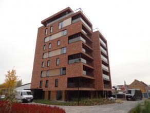 Luxe nieuwbouw-appartement met 2 slaapkamers, terras en ondergrondse staanplaats, in het centrum van Sint-Truiden, vlakbij de Grote Markt en tussen he