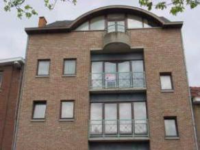 Appartement met 2 slaapkamers en kelder in het centrum van Sint-Truiden en op wandelafstand van de Grote Markt.Het appartement bestaat uit: hall, livi