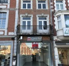 Handelspand met topligging, op de Grote Markt, in het centrum van Sint-Truiden. Deze handelsruimte kan voor verschillende doeleinden gebruikt worden: