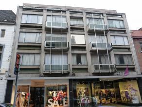 Mooi, gerenoveerd appartement met 2 slaapkamers en 2 terrassen in het stadscentrum van Sint-Truiden.Het mooie appartement bestaat uit hall, living, vo