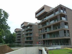 Luxe gelijkvloers-appartement met 2 slaapkamers, ruim terras en garage in het stadscentrum van Sint-Truiden, vlakbij de Grote Markt en tussen het groe