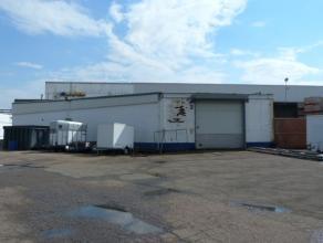 Naast de N80 (Sint-Truiden - Hasselt) vinden we aan Schurhovenveld 1133 te 3800 Sint-Truiden deze commerciële-/opslagruimte met een bruikbare opp