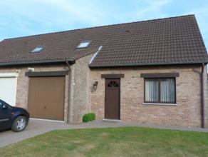Gezellige woning met 3 slaapkamers, ruime tuin en garage in het landelijke Kortenbos.Deze woning bestaat uit living, keuken, badkamer, 3 slaapkamers,