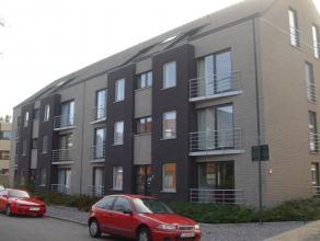 Mooi, gerieflijk appartement met 2 slaapkamers, terras en afgesloten autostaanplaats vlakbij het stadscentrum van Sint-Truiden.Het mooie appartement b
