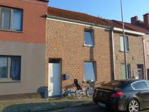 Gezellige woning met 3 slaapkamers en tuin gelegen in een rustige omgeving vlakbij het centrum van Sint-Truiden.De woning bestaat uit living, keuken,