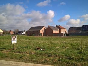 Landelijk gelegen verkaveling met toch een goede ontsluiting naar de autosnelweg (Oprit Diepenbeek). Het gaat hier om lot 8. Een bouwkavel van het typ