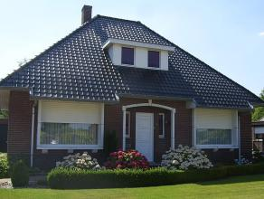Mooie vrijstaande woning met 3 slaapkamers in rustige omgeving. Mooi aangelegde en volledig omheinde tuin. 2 slaapkamers en badkamer zijn gelegen op h