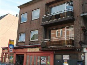 Lepelstraat 14, 14a en 14b - 3920 LOMMEL<br /> <br /> In centrum van Lommel gelegen opbrengsteigendom bestaande uit handelsgelijkvloers en 2 bovenligg