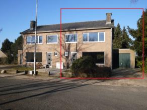 Gerenoveerde half-open woning met 3 slaapkamers en garage, gelegen in het centrum van Lommel.* overal dubbele beglazing* nieuwe vloeren* nieuwe keuken