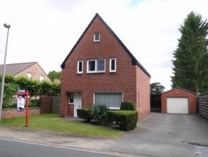 Knap gerenoveerde woning met 3 slaapkamers en vrijstaande garage, gelegen in groene omgeving!- Vernieuwd dak (met isolatie)- Nieuwe ramen.Vrij per 15