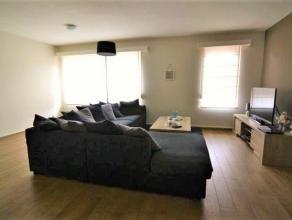 In het centrum gelegen gezellig, net onderhouden appartement op de eerste verdieping. Woonkamer met open geïnstalleerde keuken 38 m² zonnig