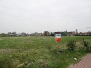 Lot 34, gelegen in een woonuitbreidingsgebied op de verkaveling genaamd 'De Erck'. Dit perceel biedt de mogelijkheid voor een open bebouwing waarvan d