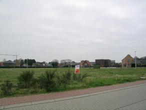Lot 33, gelegen in een woonuitbreidingsgebied op de verkaveling genaamd 'De Erck'. Dit perceel biedt de mogelijkheid voor een open bebouwing waarvan d