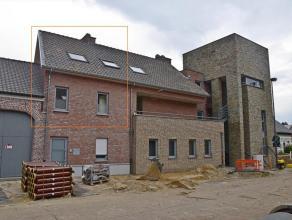 Gezellig duplex-appartement (77 m²) met ruim terras (22 m²) in het centrum van Peer- bouwjaar: 2007- gelegen op de eerste en de tweede verdi