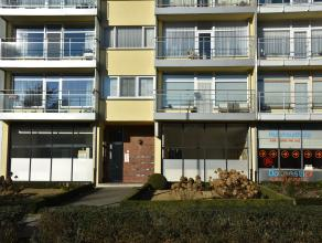 In residentie De Breughel op het gelijkvloers gelegen handelsruimte van 73 m²; zelf in te richten met keuken en toilet. Voorzien van metalen rame