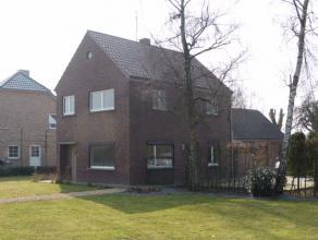 Woning met 3 slaapkamers te Hechtel. De woning heeft volgende indeling: inkomhal, woonkamer, eetkamer, keuken, bergplaats/wasplaats, badkamer, garage.