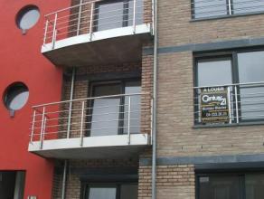 LIEGE: Appartement deux chambres dont une avec un dressing, séjour avec cuisine équipée, salle de bains, et belle terrasse. Un em