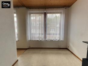 LAVEU: Petit appartement comprenant 1 chambre, séjour, cuisine semi équipée, charge individuelle. Visite uniquement après