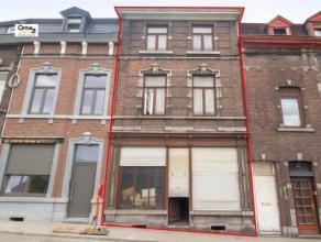 SERAING-CENTRE: Vous êtes à la recherche d'un immeuble à rénover? Cette maison offre plusieurs possibilités: unifami