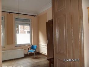 Appartement Rue St. Laurent 206 à 4000 Liège, au rez-de-chaussée d'une maison de Maître! :COMPOSITION:2 grandes pièc