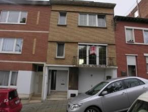 Offre àpd 115 000 euro. Maison Bel-étage à RENOVER. Rez: hall, buanderie, garage et cour. 1er : Séjour, cuisine et wc. 2ie