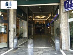 Plateau de bureaux de 185m² situé dans la Galerie de la Sauvenière. Loyer de 1.350euro + provision de charges de 450euro. Bail de 9