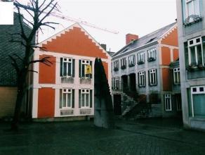 Maison unifamilliale située dans le coeur historique de liège. Le bien est composé comme suit ; REZ : Living, salle à mang