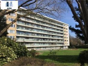 Liège : Situé dans un parc privé au 8ème étage dune résidence bien entretenue, charmant penthouse compos&eac