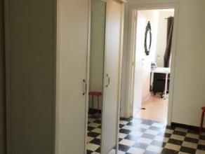 Hyper-centre rue FERONSTREE- 6ème étage- Appartement 2 chambres, Hall d'entrée avec placards, living sur parquet 25m2, cuisine av