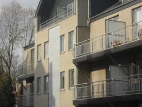 SERAING HAUT : Superbe duplex situé dans une résidence calme, proche des commerces et des transports en commun. Composition : living ave