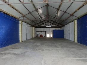 Entrepôt de stockage ou salle polyvalente d'une superficie de 240m² situé au premier étage et avec accessible par un escalier