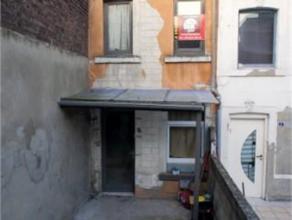 Petite maison une chambre avec cour au fond d'une impasse. Installation électrique conforme > 2018, Possibilité de réduction d