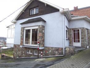 Bungalow semi-jointif, très bien situé dans une rue à faible cicrculation à proximité du centre d' Herstal et de se