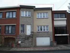 FAIRE OFFRE!!! Très belle maison se composant au rez-de-chaussée: hall d'entrée (12m²), living (33m²), cuisine non &eac