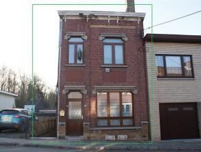 Spacieuse maison se composant au rez-de-chaussée: salon (23m²) avec feu de bois, salle à manger (19m²), cuisine semi-éq