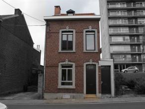 Minimum 1700euro de revenus. Belle maison se composant au rez-de-chaussée: salon/salle à manger (17m²), débarras (4m²),