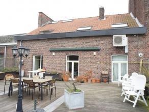 Luxueuse maison bel étage (duplex) située dans l'hyper centre de Waremme jouissant dune grande terrasse donnant accès par un esca