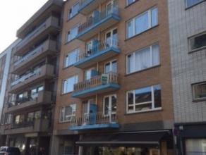 Agréable appartement deux chambres tout proche du centre, comprenant hall d'entrée, beau séjour, grande cuisine sépar&eacu