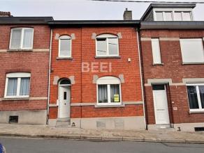 Maison en excéllent état située dans un endroit calme Rez : Hall, living, cuisine équipée, wc indépendant, t