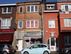 Maison de rapport située au centre de la ville d'Ans: surface commerciale avec habitation. Revenu locatif de 1450 euro/mois assurés! Imm
