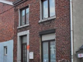 Petite maison (35m²) dans quartier calme de Ans, proche de la place Nicolaï. Elle est composée dun petit séjour avec cuisine n