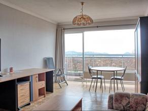 Très bel appartement 1 chambre, situé au 5 ème étage dun immeuble de 12 étages sur les hauteurs de Liège, of