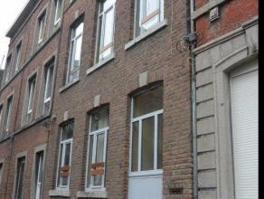 Immeuble de rapport situé au centre-ville de Liège, dans le quartier de Jonfosse. Entièrement rénové en 1991, limme